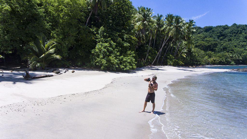 Acompanhe Morgan Oliver-Allen em suas expedições a cavalo pelas praias da Costa Rica