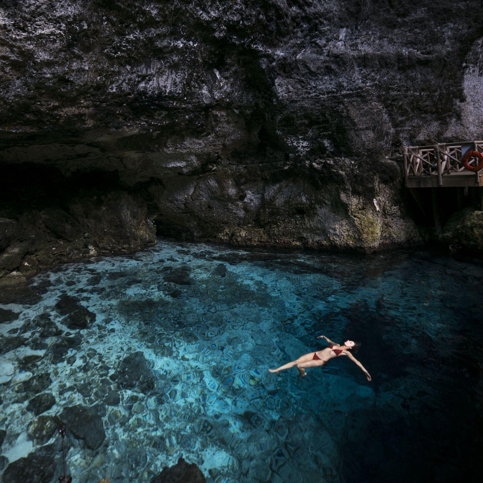 Piérdete en el Hoyo Azul de Punta Cana, uno de los mejores cenotes de República Dominicana