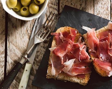 Charming insider breakfast spots in Granada