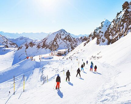 Sciare sulla Sierra Nevada: la scappata invernale perfetta