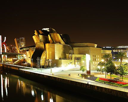 Guggenheim Museum Bilbao: the transformation of a city through art
