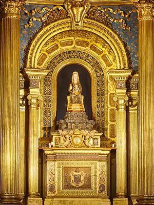 Altar en la basílica de Begoña