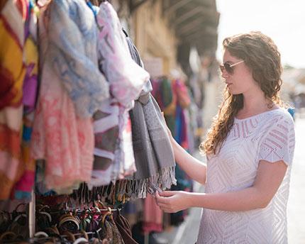 Los mejores mercadillos en Lanzarote: Descubre el comercio local