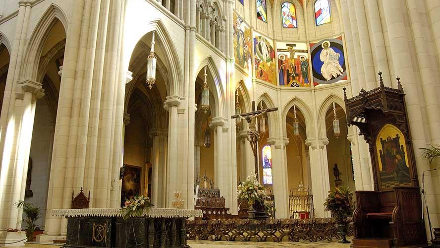 Interior Catedral de la Almudena de Madrid