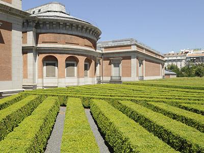 Jardines en la parte este del Museo del Prado