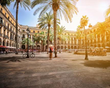 Plaça Reial, colonnades, terraces and plenty of history