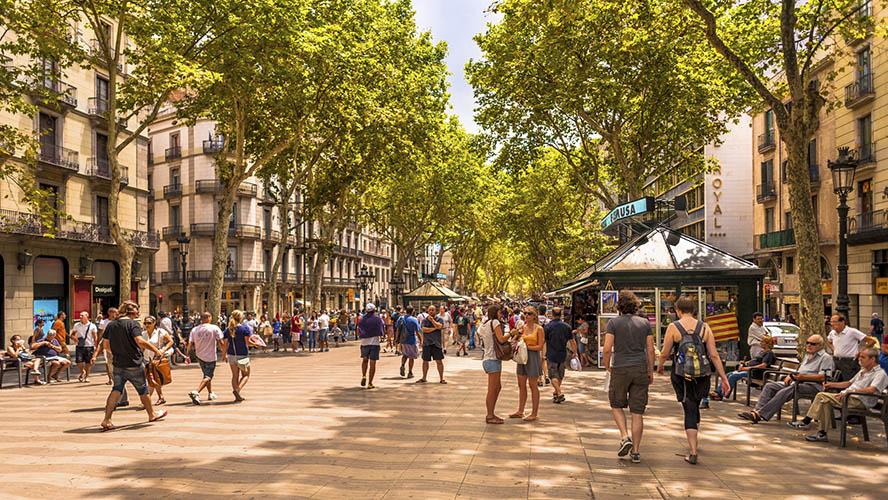 Paseando por la Rambla de Barcelona