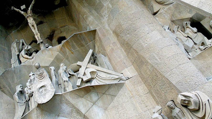 Figuras en las portadas de la Sagrada Familia