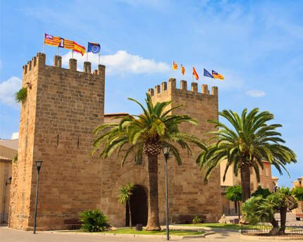 Alcúdia: beaches, history, art… and great entertainment