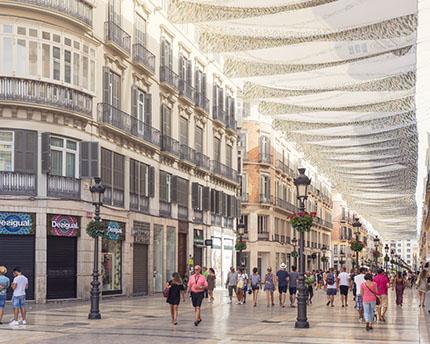 La calle Larios de Málaga. El corazón comercial de la ciudad