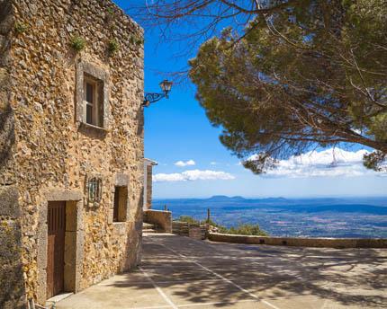 Castillo de Alaró, una fortaleza épica en lo alto de una montaña