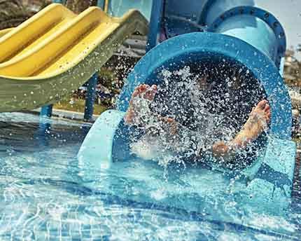 Parques acuáticos en Málaga, la forma más divertida de refrescarte