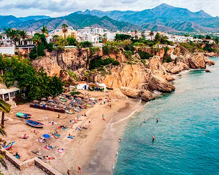 What to see in Nerja: beaches, caves, cliffs, sun, sea and sand