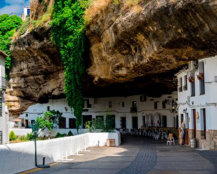 Setenil de las Bodegas and the charm of its cave houses