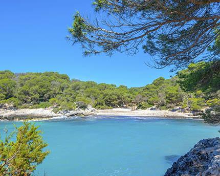 Cala Turqueta: un paraíso escondido en la costa sur de Menorca