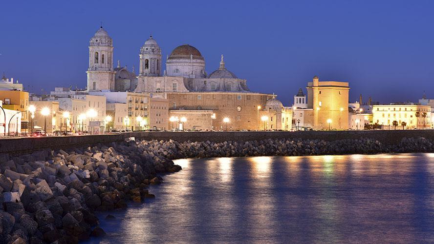 Paseo Marítimo de Cádiz por la noche