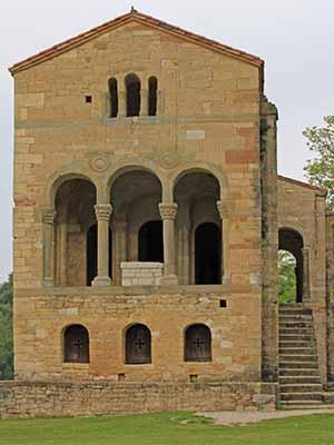 Exteriores de la Iglesia de Santa María del Naranco