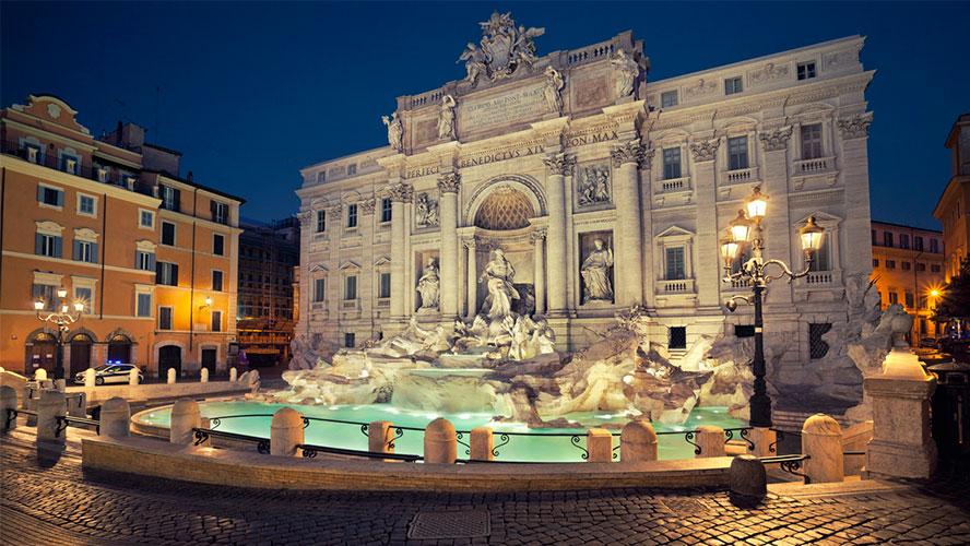 Fontana di Trevi noche