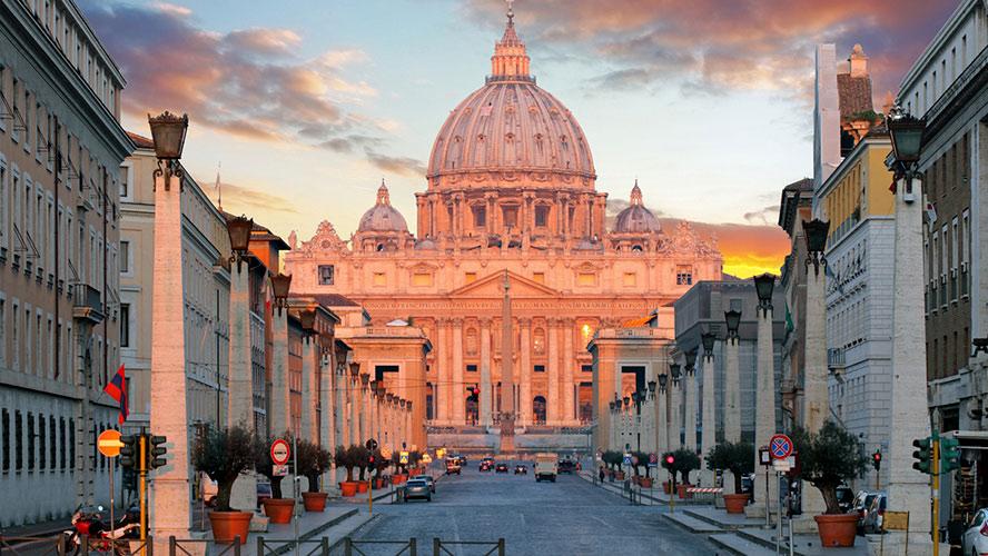 Vistas de la Basílica de San Pedro en el Vaticano