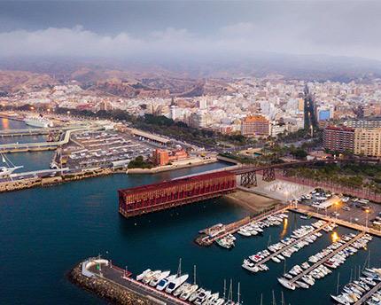 visión cenital del puerto de almería