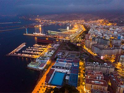 puerto de almería de noche