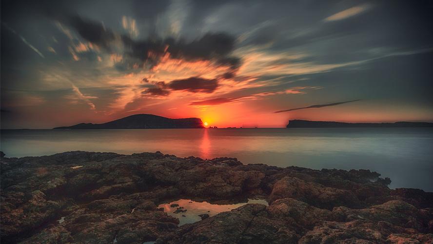 puesta de sol en Cala Comte