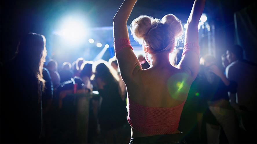 chica discoteca Ibiza