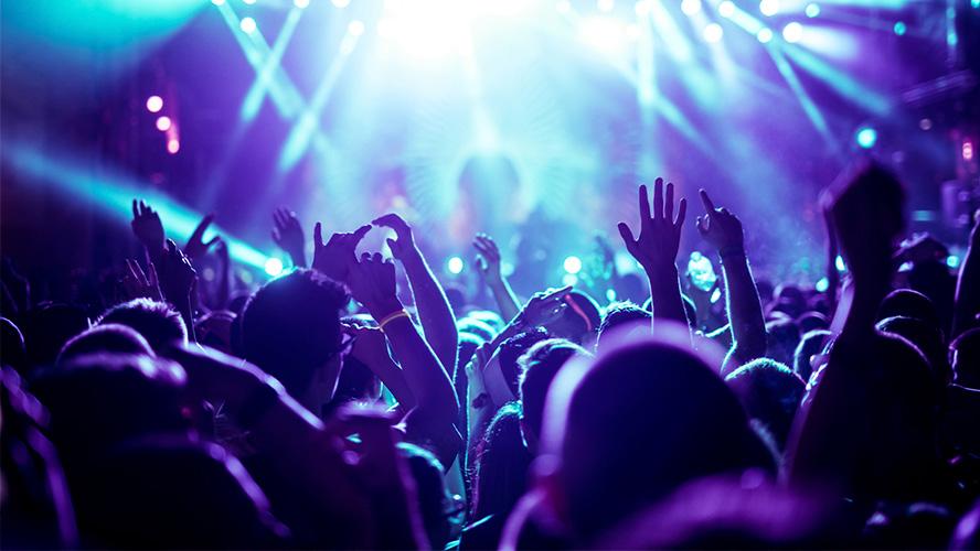 luces en la noche de Ibiza