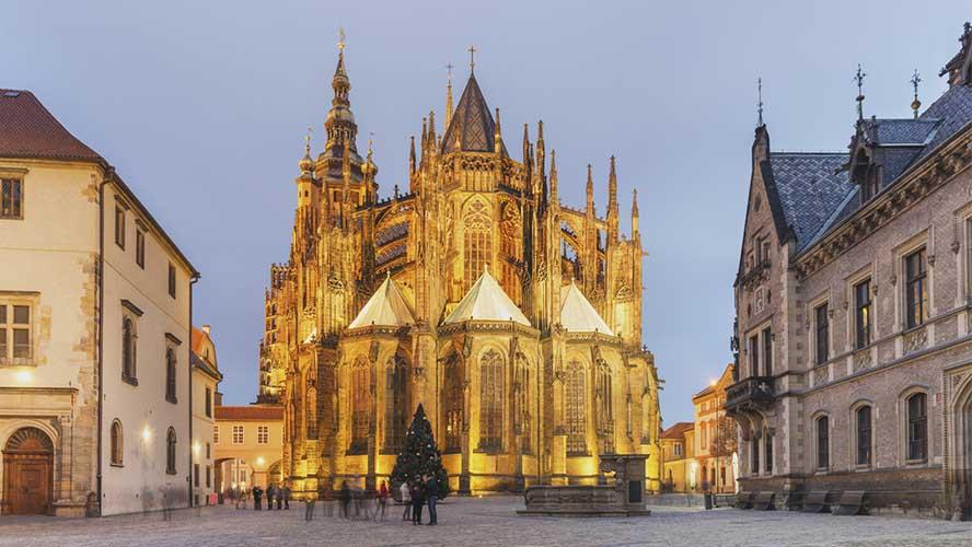 Catedral de Praga iluminada