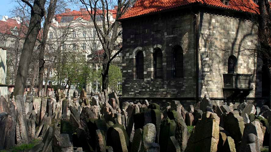 Visita al cementerio Judío de Praga