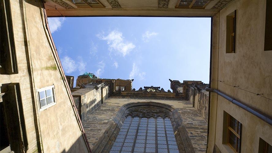 Patio interior de la Iglesia de Tyn