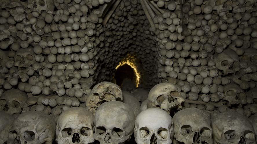 Dentro de la Capilla de los Huesos de Kutna Hora