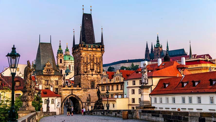 Una de las torres del Puente Carlos de Praga