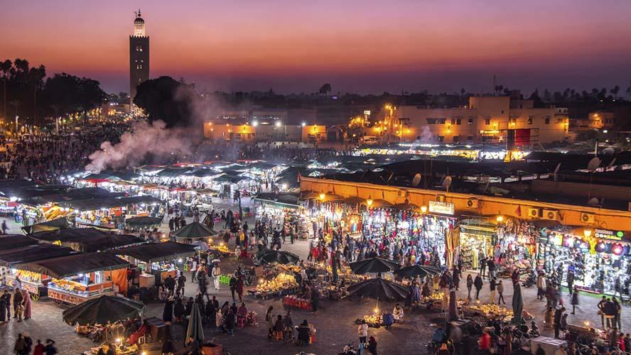 Vista nocturna de la Plaza Jemaa Fna