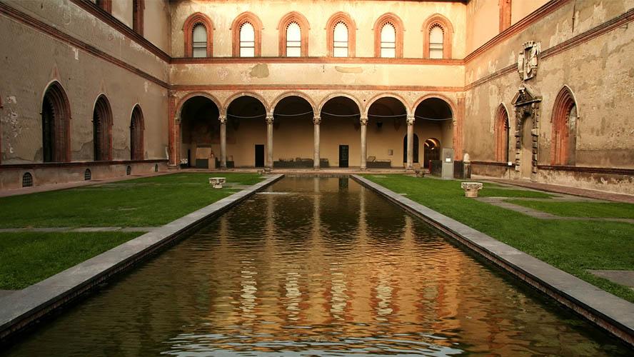 Patio interior del Castillo Sforcesco
