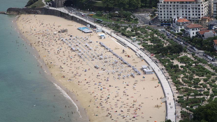 playa ondarreta san sebastian