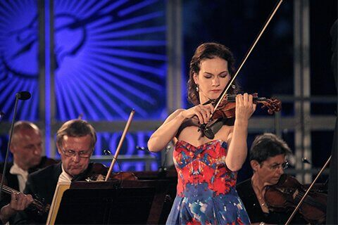 HILARY HAHN, ONE OF THE BEST VIOLINISTS